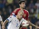 SVEŘEPÝ VÝRAZ. Martin Skrteľ ze slovenského výběru odehrává míč, atakuje ho