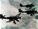 Německé střemhlavé bombardovací letouny Junkers Ju 87 zvané Stuka na snímku z...