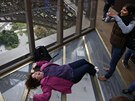 Nový prosklená podlaha Eiffelovy věže vybízí návštěvníky ke kreativitě. Na...