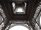 Novou prosklenou plošinu dostala Eiffelova věž ke 125. narozeninám.