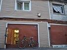 Bydlet v garáži ruské zákony nedovolují. Většina majitelů si k bydlení ještě...