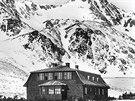 Chata byla v roce 1922 postavená především kvůli vojenským účelům a...
