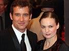 Clive Owen a jeho manželka Sarah-Jane Fentonová (Londýn, 21. února 2010)