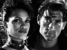 Rosario Dawsonová a Clive Owen ve filmu Sin City - město hříchu (2005)