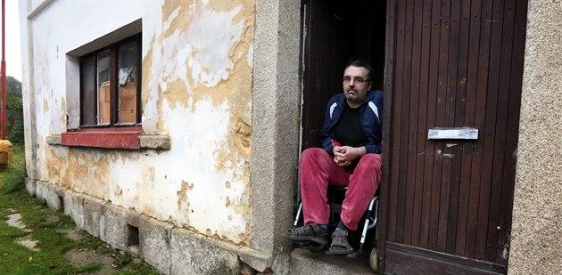 Krom� toho, �e skon�il na vozí�ku, se musí Radek Janík trápit je�t� s ú�ady.
