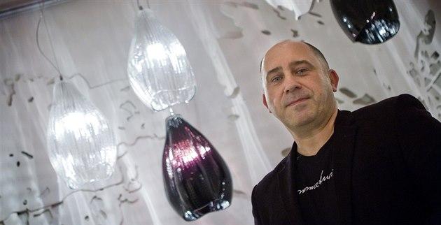 Na Designbloku lze potkat i autory, na snímku je �éfdesignér Preciosa Lighting...