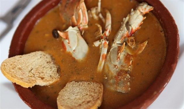 Velmi populární polévka na Menorce p�ipravená z langust.