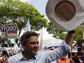 Kandidát na brazilského prezidenta Aécio Neves da Cunha se svými příznivci (1....
