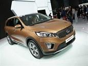 Nov� generace Kie Sorento. Velk� SUV dostalo um�rn�n� mohutn� tvary, design��i...