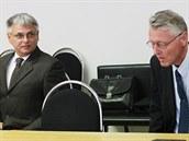 Ji�í Kunát (vlevo) a Ladislav Nermu� z bývalého vedení Dostihového spolku jsou...