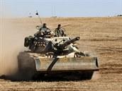 Turecké tanky zaujaly pozice u syrské hranice v provincii Sanliurfa. Na syrské...