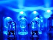 Nobelova cena za fyziku 2014 byla udělena za objev modrých LED diod.