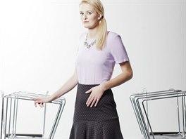 Veronika má na sobě: top a náhrdelník, Topshop; sukni, Marks & Spencer;...