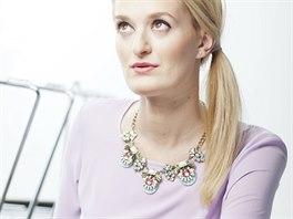 Veronika má na sobě: top a náhrdelník, Topshop; sukni, Marks & Spencer