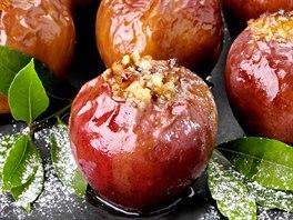 Pe�en� jablka s o�echy