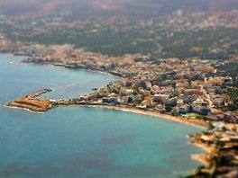 Pláž u městečka Limenas Chersonisou, Kréta