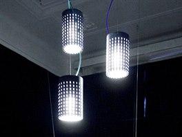 Betonová svítidla LiCrete Tube od Gravelli doplněná o nábytek společnosti Innex.