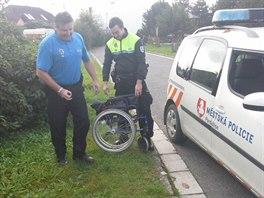 Pardubičtí strážníci pomohli německému vozíčkáři.