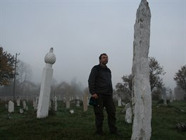 Starobylý hřbitov na okraji vísky Turovi