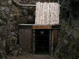 Vchod do další štoly je vykután do nepřístupné skály