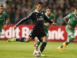 ŠPATNĚ KOPNUTÁ PENALTA. Cristiana Ronalda z Realu Madrid na první pokus brankář