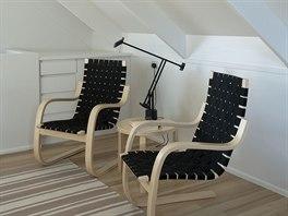 Interiér je zařízen tón v tónu, subtilním a nadčasovým nábytkem.