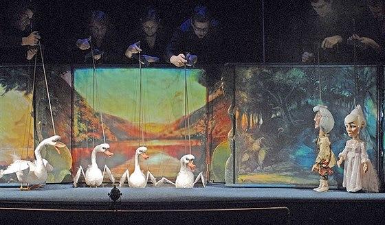 Labut� jez�rko v pod�n� Naivn�ho divadla Liberec.