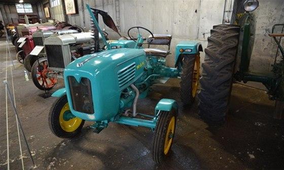 Expozice historických traktorů Zemědělského muzea v Čáslavi