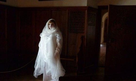Hrad Bouzov můžete na konci října navštívit v čase, kdy v jeho komnatách řádí