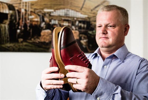 Muži si všímají kravaty či košile, ale obuv pořád podceňují, obává se Michal Pavlas.