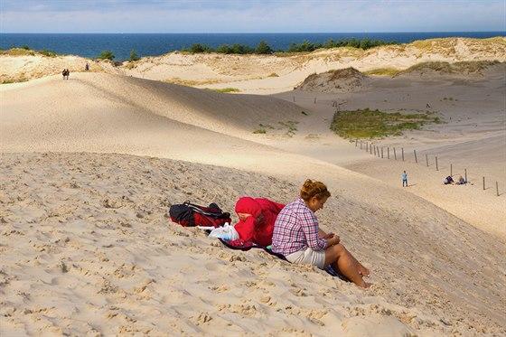 Na písečných dunách Wydmy ruchome se dá skvěle odpočívat.