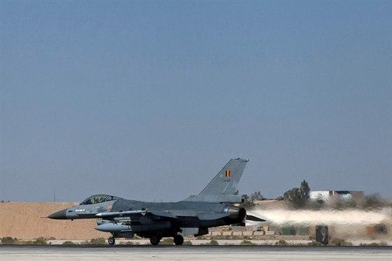 Letoun F-16 belgick�ho letectva na z�kladn� v Jord�nsku