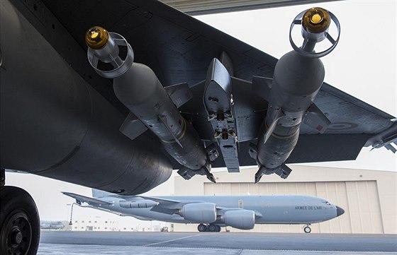 Výzbroj letounu Rafale francouzského letectva před misí v Iráku
