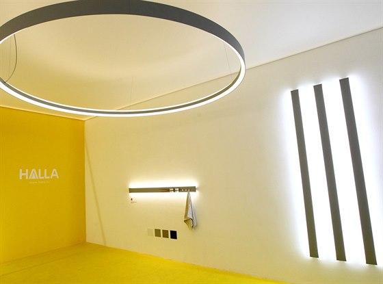Nové osvětlení Indi  s LED zdroji získalo ocenění Red Dot Design Award 2014. Svou premiéru má na akci Designblok ve studiu v Mikulandské ulici.