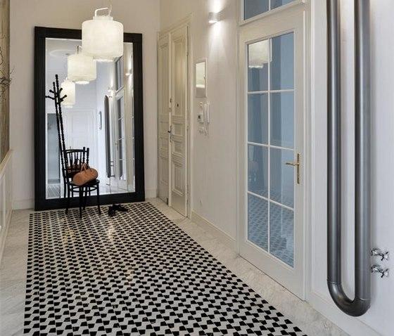 Vstupní hala s mozaikovou podlahou