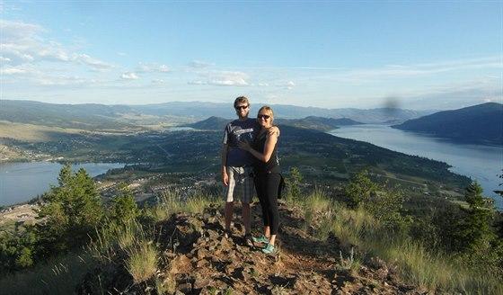 Výhled na údolí Okanagan. Za námi je oblast sadů včetně toho, ve kterém bydlíme.