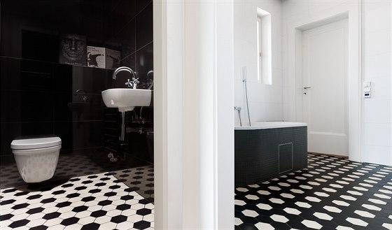 Manželé společně vybrali dlažbu od firmy Archtiles, která dodává ručně vyráběnou dlažbu Winckelmans v různých formátech a barevných odstínech.