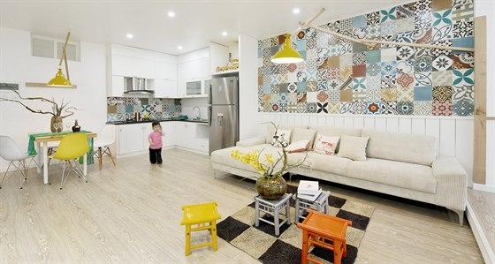Nejvýraznější dominantou celého je barevný dekor desítek keramických dlaždic.