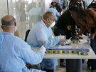 Kontroly na ebolu na marockém letišti.