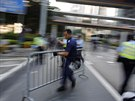 Policist� rozebrali barik�dy u vl�dn�ho centra.