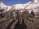 Nejméně dvacet obětí si vyžádaly laviny a vánice v v Himálaji (16. října 2014)