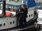 V přístavišti pod Vyšehradem se potopil desetimetrový člun (16.10.2014)