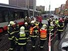 V Ol�anské ulici do�lo ke st�etu tramvaje a policejního vozu. Ten byl po srá�ce...