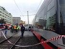 V Olšanské ulici se střetla tramvaj a vůz policie. Auto bylo po srážce...