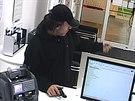 Muž při přepadení brněnské banky ve Vídeňské ulici.