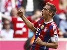 G�L! Philipp Lahm, kapit�n fotbalist� Bayernu Mnichov, se raduje z branky,...