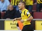 Ciro Immobile, fotbalista Borussie Dortmund, oslavuje svůj gól, který vstřelil...