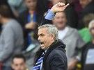 Trenér londýnské Chelsea José Mourinho se v zápase proti Crystal Palace...