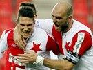 GÓL! Kapitán fotbalistů pražské Slavie Martin Latka (vpravo) oslavuje s Jiřím...