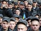 Několik stovek vojáků Národní gardy, jejíž jednotky donedávna bojovaly na...